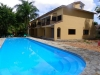 Woningen in aanbouw en zwembad