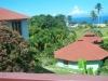 Zicht op oceaan vanaf balkon n