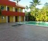Zwembad en kamers gelijkvloers