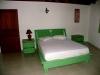 Slaapkamer van een van de villas