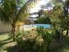 дом с садом и бассейном